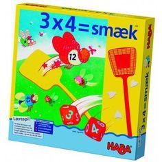 Med 3x4 Smekk fra Haba kan barnet lære 10-gangen ved å smekke tall-fluer og få poeng. Det er uten tvil den morsomte måten å lære gangetabell på.   Man spiller med 2 terninger som så skal ganges med hverandre. Når man har regnet ut resultatet skal man smekke den tall-fluen som passer til antallet. Men man skal skynde seg, ellers så går poenget til medspilleren.  I tillegg til å styrke matematikk-kunnskapene, så trener også barnet reaksjonsevne, og lærer om overblikk og snarrådighet.