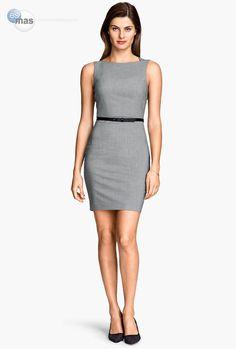 Un vestido gris oxford.