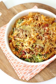 Pasta (of courgetti) ovenschotel met broccoli en gehaktballetjes ovendishes I Love Food, Good Food, Yummy Food, Oven Dishes, Pasta Dishes, Pasta Recipes, Cooking Recipes, Healthy Recipes, Delicious Recipes
