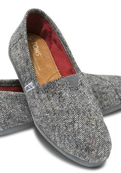 Silver fleck speckled throughout the tweed upper gives you a subtle sparkle for the season.