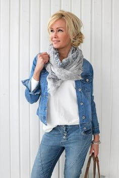 WHTI Compliant Journey Files And Passport Alterations After June Of 2009 Perfect Fit Jeans Jacket, Denim Boho Fashion Over 40, Over 50 Womens Fashion, Fashion Over 50, Moda Fashion, Denim Fashion, Fashion Outfits, Fashion Trends, Mode Outfits, Casual Outfits