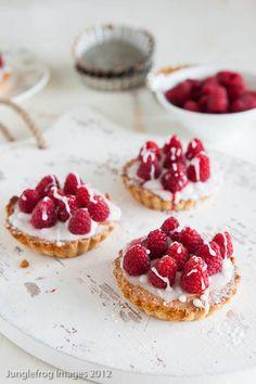 Recept - Frambozen frangipane taartjes - met Beekers Berries frambozen