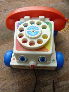 טלפון ישן של פישר פרייס במצב מעולה משמיע רעש כשנוסע פריט מקסים עבורנו ועבור ילדנו