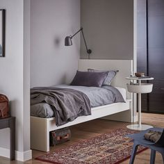 A clean design that's just as beautiful on all sides – place the bed on its own or with the headboard against a wall. If you need space for extra bedding, add MALM bed storage boxes on casters. Cama Malm Ikea, Bed Storage, Storage Spaces, Record Storage, Bedroom Furniture, Home Furniture, Outdoor Furniture, Malm Bed Frame, Ikea Family