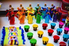 Muitas cores para uma festa Aquarela. Decoração e planejamento Melaine Marra; Personalizados, centros de mesa e lembrancinhas: Inhá Festas; ... Art Birthday, Birthday Parties, Thing 1, Art Party, Minnie, Slime, Rainbow, Baby Shower, Creative