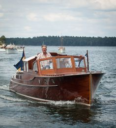 """boatfreak: """"""""Pandion"""" from 1937 in the Stockholm archipelago """" Speed Boats, Power Boats, Stockholm Archipelago, Classic Wooden Boats, Deck Boat, Cabin Cruiser, Cool Boats, Love Boat, Wooden Cabins"""