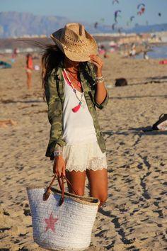 Muna's Coolture: MUNA'S MUST HAVE: 2. THE BEACH STRAW BAG