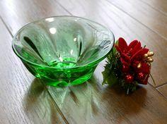 ちょっとかわいいグリーンのボールです。お花を飾っても、そのまま使ってもどちらでも、使えます。大きさは 直径約8cm 高さ約5cmです。※色目はなるべく実物に近...|ハンドメイド、手作り、手仕事品の通販・販売・購入ならCreema。