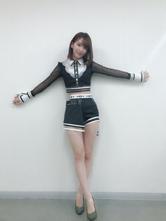 MIYAWAKI - SAKURA of IZ*One. Heard about a fly on the wall but. shows you what can happen if you mess around with super glue. I'm pretty stuck on her. Asian Woman, Asian Girl, Sakura Miyawaki, Idole, Japanese Girl Group, Stage Outfits, Thing 1, The Most Beautiful Girl, Yamamoto