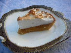 Butterscotch Pie for October Butterscotch Pie, Meringue Pie, Chocolate Pies, Pie Recipes, Food And Drink, Pudding, Tasty, Favorite Recipes, Sweets