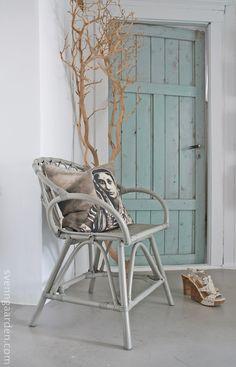 Svenngården: ♥ Mine nye stoler ♥ Outdoor Chairs, Outdoor Furniture, Outdoor Decor, Blue Doors, Nye, Windows, Wall, Home Decor, Decoration Home