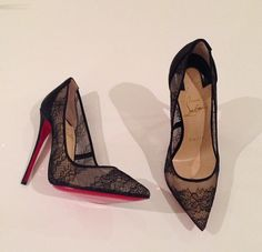 girly-things-by-zoe:chanel-and-louboutins:★  Xoxo     XO