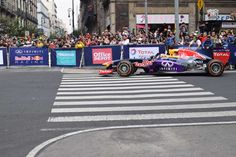 Carlos Sainz Jr. (ESP) Escudería Red Bull, Auto RB7. En la esquina de Av. 20 de Noviembre y la calle de Uruguay durante el F1 Show Run Red Bull 2015, Centro Histórico de la Ciudad de México.