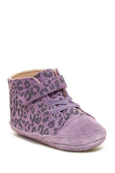 Baby leopard booties.