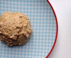 Koldhævede boller er noget af det nemmesteat smække sammen og som, på grund af deres langtidshævning, smager helt fantastisk.  Prøv også min basisopskrift påKoldhævede boller  Jeg elsker at bage, og elsker når sunde boller er nemme at lave, det er også derfor at jeg er dybt for....