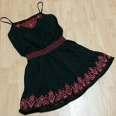 Embroidered dress Gorgeous stitching with great elastic waist. Roomy in the top and not to long on the bottom. Great as a dress or even a tunic. Worn once, so sad it doesn't fit  :( Romeo & Juliet Couture Dresses Mini