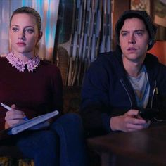 An all-new #Riverdale tonight. Watch it with your loved ones and take notes. You don't want to miss anything…