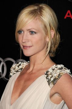 wish i had a professional stylist to do my hair like this - cut, style, everything
