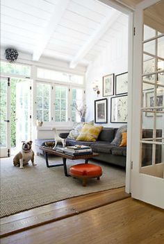 Love the ceiling & windows; i want windows on 3 sides of the sunroom though! This is more of a sunroom/ living room or den! 3 Living Rooms, Home And Living, Living Spaces, Modern Living, Living Area, Porch To Sunroom, Sunroom Windows, Big Windows, Sunroom Office