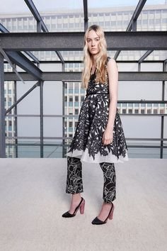See the Giambattista Valli pre-spring/summer 2016 collection. Click through for full gallery