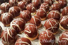Kokosové klobúčiky, nepečené cukrovinky, drobné koláčiky, vianočné pečenie Czech Recipes, Confectionery, Christmas Baking, Caramel Apples, Food And Drink, Candy, Sweets, Christmas Cookies, Candy Bars