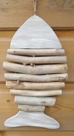 Fish craft and beach craft for kids. Fish craft and beach craft for kids. Related posts: beach themed craft ideas fun fish crafts for kids make these after a visit to th… Het jonge kind :: hetjongekind. Driftwood Projects, Diy Projects, Beach Crafts For Kids, Driftwood Fish, Deco Nature, Wooden Fish, Fish Crafts, Fish Art, Design