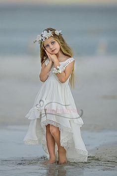 Cute Ivory Chiffon Hi-low Flower Girl Dress - Fotoshooting - Beach Flower Girls, Flower Girl Dresses Country, Boho Flower Girl, Wedding Flower Girl Dresses, Little Girl Dresses, Girls Dresses, Flower Girl Beach Wedding, Kids Wedding Dress, Vintage Flower Girl Dresses
