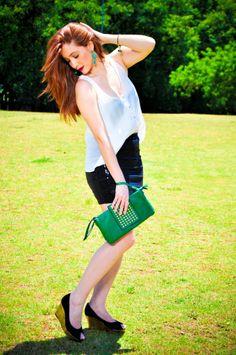Look divinamente lindo no Blog !!!  Confira e Inspire-se: http://blogcharmedalu.com.br/look-do-dia-social-festa-com-bolsa-verde/