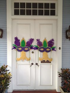 Mardi Gras fleur de lis and mask burlap door hanging via Etsy.