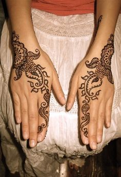 Mehndi Design - arms, legs, back...love the design.