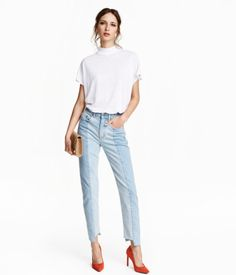 5-pocket jeans in washed denim with panels in front, a regular waist, and dropped gusset. Slim, ankle-length legs with uneven, raw-edge hems.
