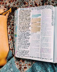 This look like my wide margin Bible. Bible Study Journal, Scripture Study, Bible Art, Bible Verses Quotes, Bible Scriptures, Bibel Journal, Bible Doodling, Bible Notes, Study Inspiration