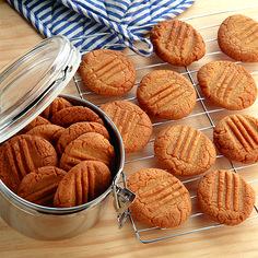 Hokey pokey biscuits Vegan Cake vegan cakes new zealand Kiwi Recipes, Pomegranate Recipes, Baking Recipes, Sweet Recipes, Biscuit Cookies, Biscuit Recipe, Tatyana's Everyday Food, New Zealand Food, Cookery Books