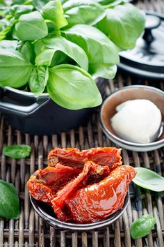 Cream of chicken with mozzarella - Recipes Eat Fried Chicken Breast, Chicken Breast Fillet, Crispy Fried Chicken, Pickled Tomatoes, Dried Tomatoes, Oven Dishes, Tasty Dishes, Cream Cheese Sauce, Pork Fillet