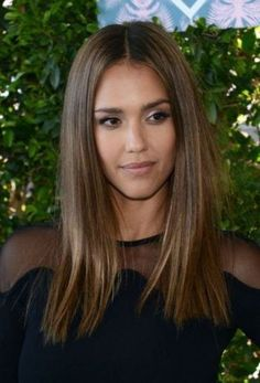 Jessica Alba Hairstyle 2018 - Hairstyles Hair More- Jessica Alba Frisur 2018 – Frisuren Haare Mehr Jessica Alba hairstyle 2018 - Stacked Bob Hairstyles, Medium Bob Hairstyles, Haircuts For Fine Hair, Hairstyles Haircuts, Straight Hairstyles, Popular Hairstyles, Trendy Haircuts, Trending Hairstyles, Medium Hair Cuts