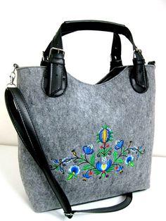 Veľká Kabelka Eko-filc Folklór - Dedoles.sk Needlework, Shoulder Bag, Beads, Design, Fashion, Bags, Embroidery, Beading, Moda