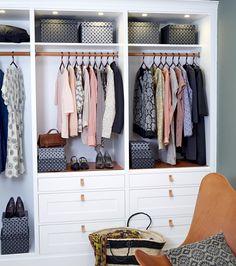 Husråd: Vi har samlet nogle nemme og geniale tips til at folde besværligt vasketøj og få et velorganiseret garderobeskab. Få de uundværlige husråd her