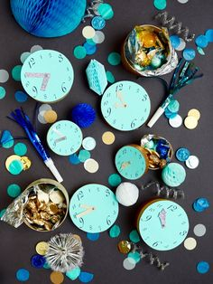 diy new year's eve clock favor boxes Mason Jar Crafts, Mason Jar Diy, Dollar Store Crafts, Crafts To Sell, Diy Crafts, Diy Silvester, Kids New Years Eve, Diy Home Accessories, Diy Hanging Shelves