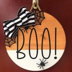 Halloween Door Hangers, Fall Door Hangers, Halloween Signs, Fall Halloween, Halloween Crafts, Halloween Decorations, Christmas Door Hangers, Wooden Door Signs, Wood Signs