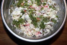 Magiczna surówka z kiszonych ogórków - Ogrodnik w podróży Happy Foods, Coleslaw, Raw Food Recipes, Feta, Potato Salad, Cabbage, Salads, Food And Drink, Vegetables