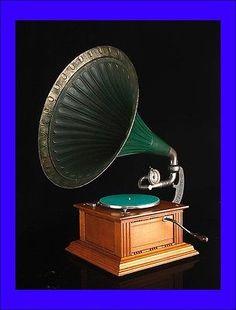 Antique Dulcephone Horn Gramophone in Good Working Order. Circa 1915