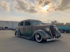 notstockphoto Another one of my favorites from I hope the owner didn't mind being thrown in the street rod class hahaha. Sedans, Flat Head, Street Rods, Hot Rods, Antique Cars, Vintage Cars, Limo
