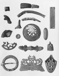 Objects (9365 KM) Kalmumäen burial ground; The object image; KM 9365: 202 tasavartinen buckle; KM 9365: 394 oval kupurasolki; KM 9365: 215 sword scabbard kenkäin. Viking Age, Finland.