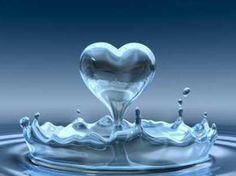 Wasser, eines der vier Elemente und das Element mit der höchsten Aufnahmefähigkeit. Dr. Masaru Emoto hat Gefühle, Musik, Wörter, Bilder und Videos Wasser ausgesetzt, anschliessend eingefroren und d…