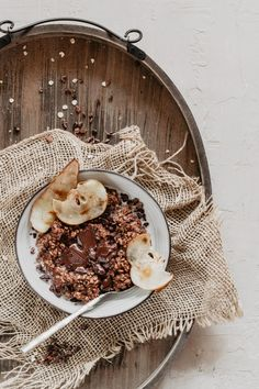 pear chocolate oatmeal / oatmeal food photography/ oatmeal p Chocolate Oatmeal, Chocolate Food, Chocolate Cupcakes, Breakfast Bowls, Aesthetic Food, Food Cravings, Food Design, Clean Eating Snacks, Food Pictures