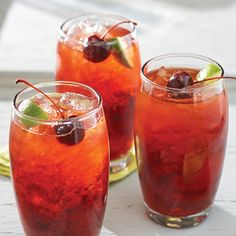 Nothing says summer like a cool drink on the patio or deck. These 15 cocktails spotlight seasonal fruit, herbs, and even a veggie or two and are the ultimate expression […] Watermelon Mojito, Strawberry Mojito, Refreshing Cocktails, Fun Drinks, Beverages, Bourbon Cherries, Vitamin C Tablets, Pots, Fruit In Season