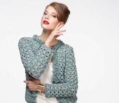 Die elegante gehäkelte Damenjacke dieser Anleitung ist ein schönes Accessoire, tragbar zu den unterschiedlichsten Gelegenheiten im Sommer sowie im Winter.