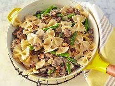 Giada's Creamy Farfalle : Giada combines creamy pasta with asparagus, mushrooms and walnuts.