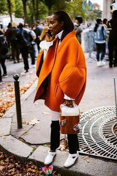 """How Eva Chen Assembles the Most Instagrammable Outfits This slideshow of the best of PFW street style SS18 is proof that """"trying"""" is finally back in style #womensstyles<br> Eva Chen, head of fashion partnerships at Instagram, knows better than anyone what makes the """"perfect"""" Instagram outfit. Click here to see her best looks! Look Fashion, Trendy Fashion, Autumn Fashion, Fashion Outfits, Fashion Trends, Street Fashion, Trendy Clothing, Fashion Women, Fashion Scarves"""