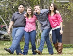 Family photo Gigem Aggies. Hullabaloo in Bryan Texas by Corbin Photography of Fort Worth